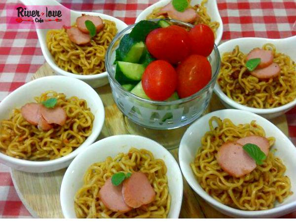 20% OFF for crazy spicy noodle @ River Love Café (Worth RM9.90)